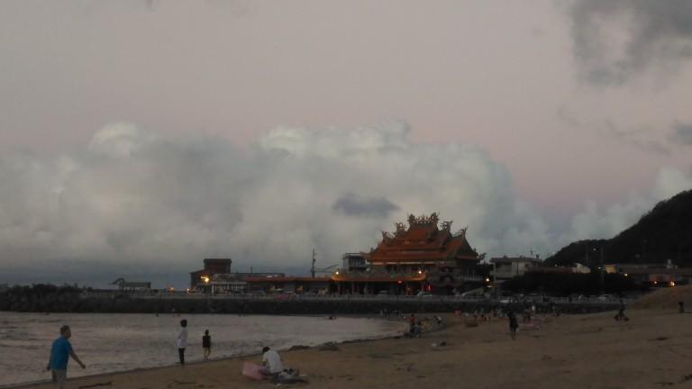 Nuage derrière le temple